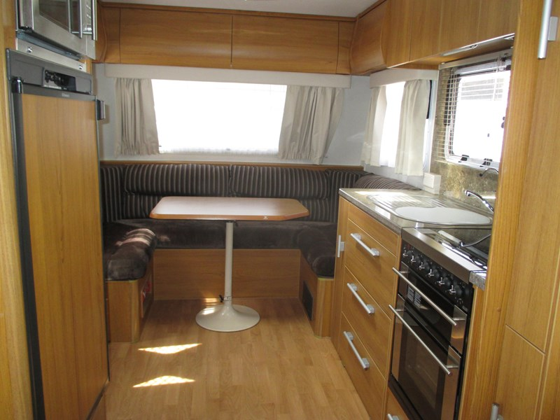 jayco sterling 21.65-3  slideout with full ensuite 580425 004