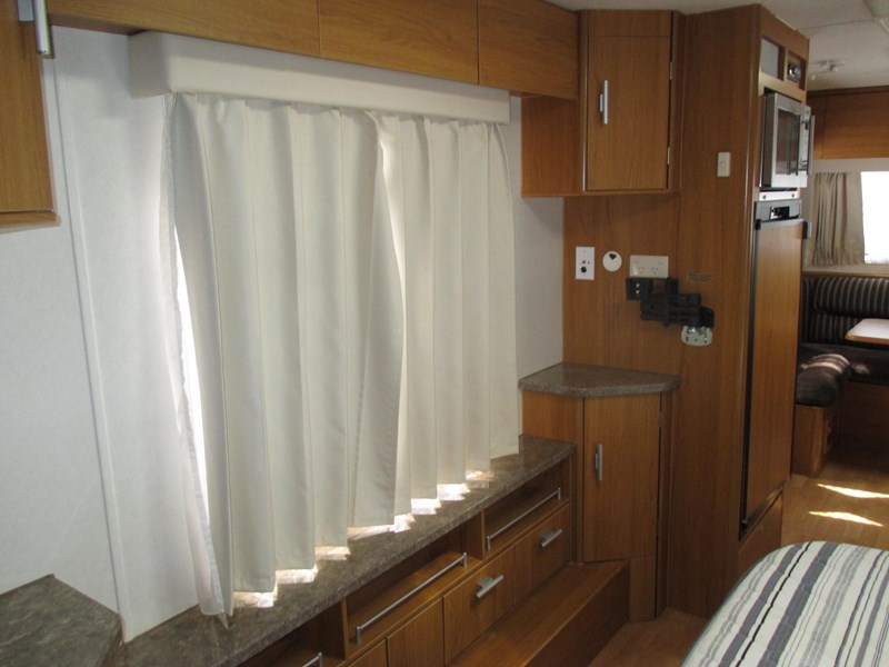 jayco sterling 21.65-3  slideout with full ensuite 580425 010