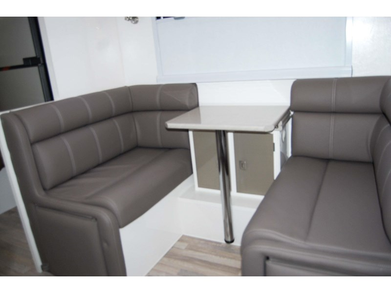 design rv forerunner 3 19'6 470679 014