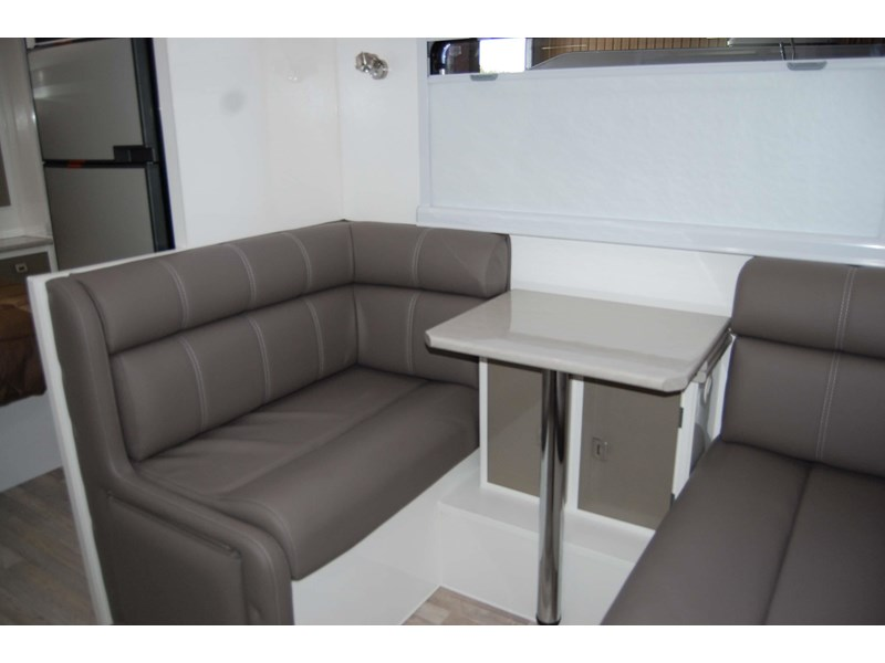 design rv forerunner 3 19'6 470679 017
