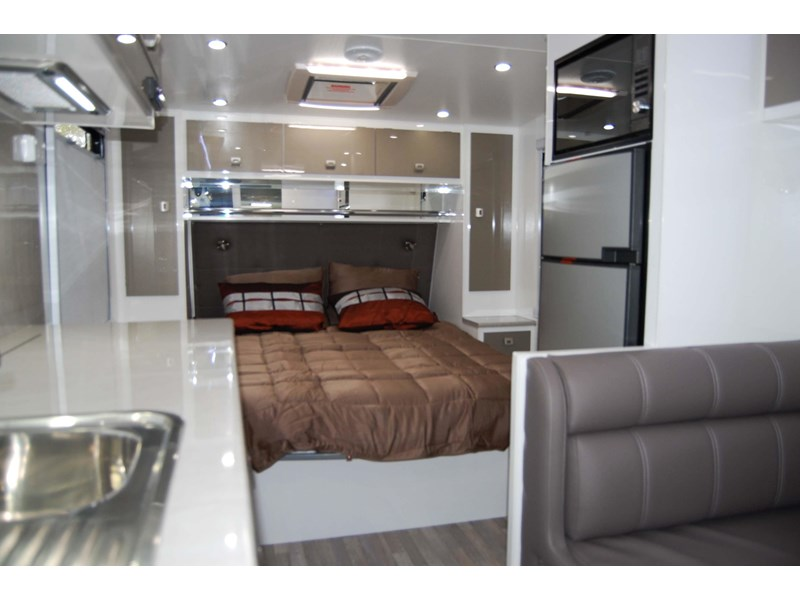 design rv forerunner 3 19'6 470679 009