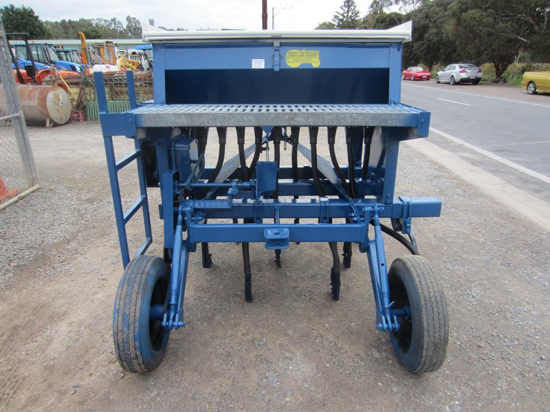 agrowdrill 11 row baker boot coil tyne super seeder 587117 003