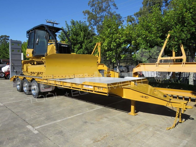 CATERPILLAR D5K XL Bulldozer Tri Axle Tag Trailer combo for sale