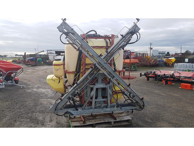 hardi 1000l 3ptl sprayer 606721 004