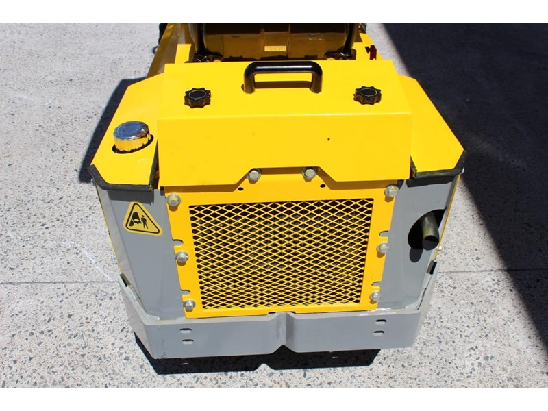 ozziquip puma 21hp diesel water cooled 4 in 1 bucket italian casappa hydraulic pumps 607195 020