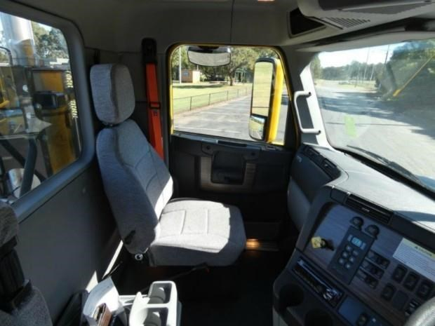 2017 FREIGHTLINER COLUMBIA CL112 for sale