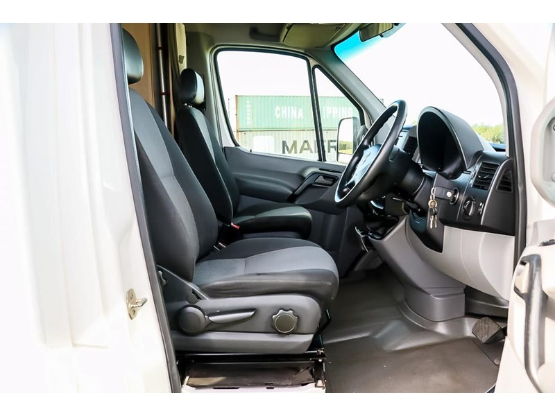 volkswagen crafter 4 berth platinum beach 562610 004