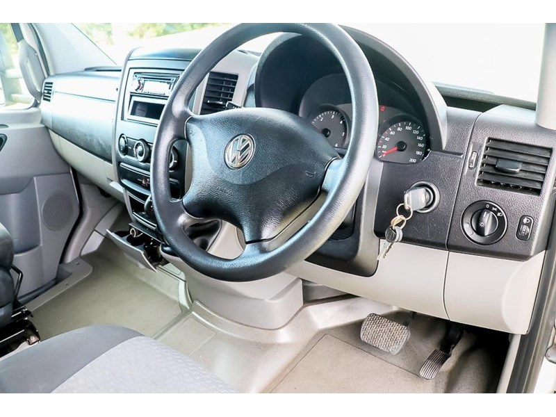 volkswagen crafter 4 berth platinum beach 562610 005