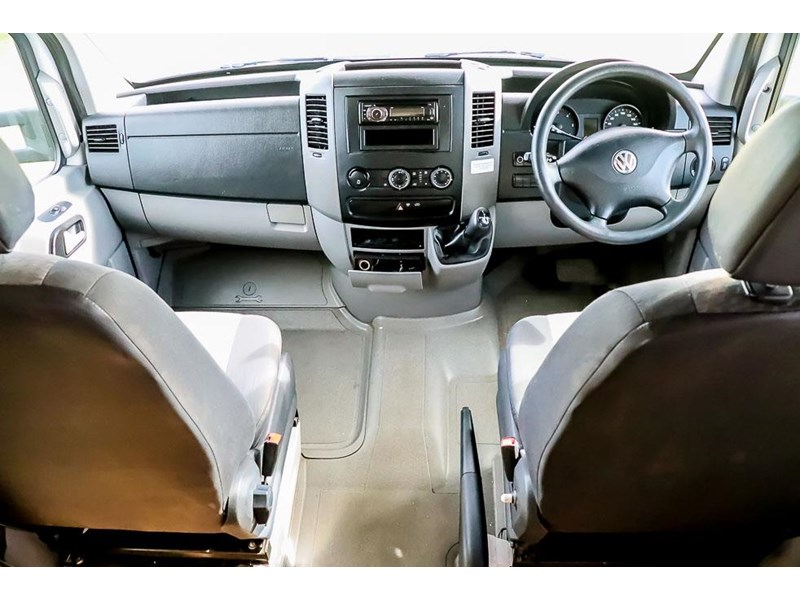volkswagen crafter 4 berth platinum beach 562610 021