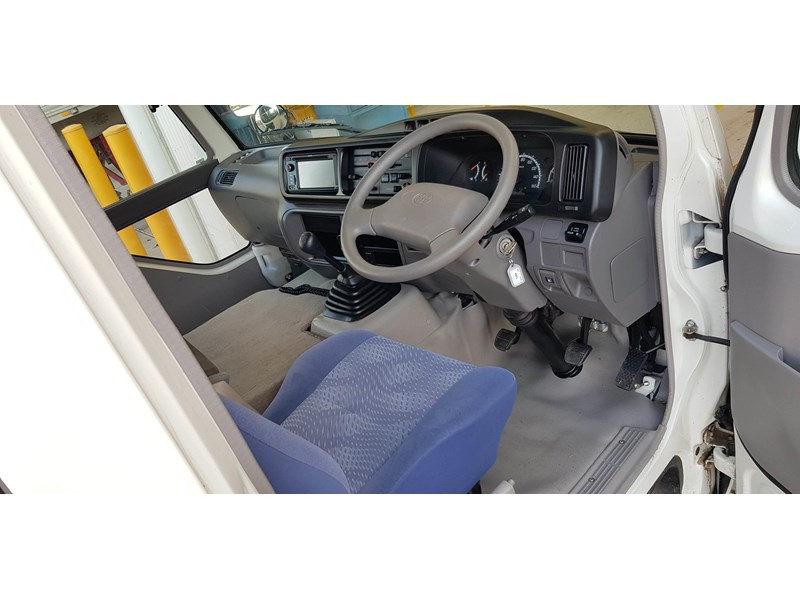 toyota coaster bus 623952 007