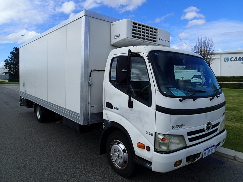 hino 300 series - 613 wide cab 624040 004