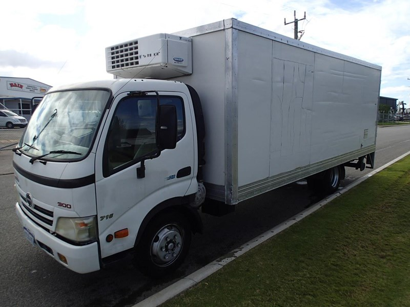hino 300 series - 613 wide cab 624040 008