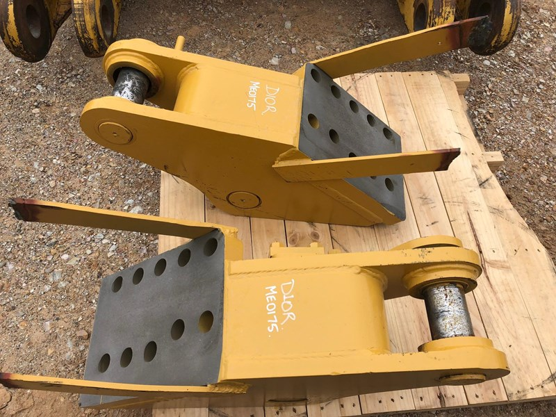 caterpillar d10r / t multi shank ripper group 630362 006