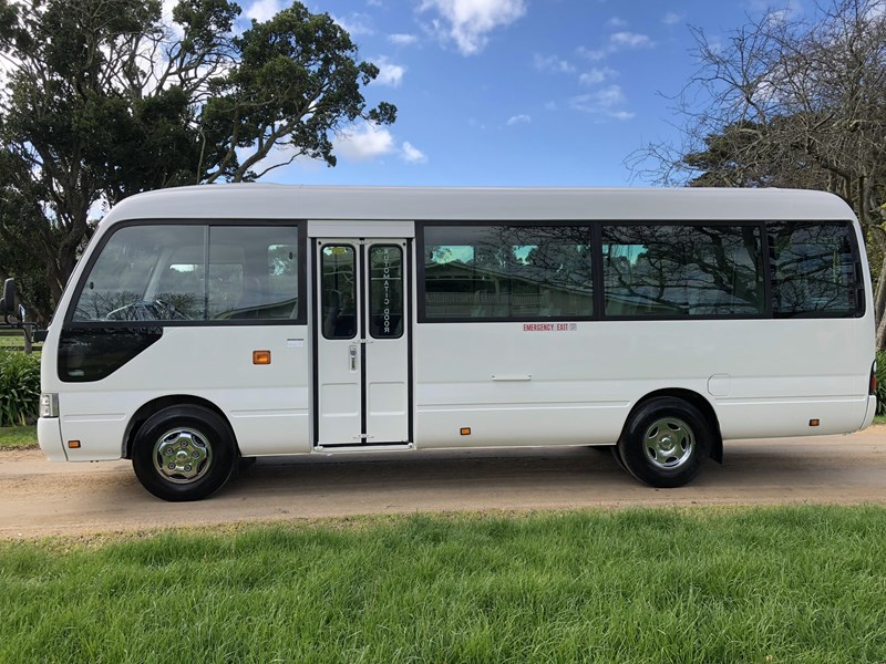 toyota coaster bus 633411 002