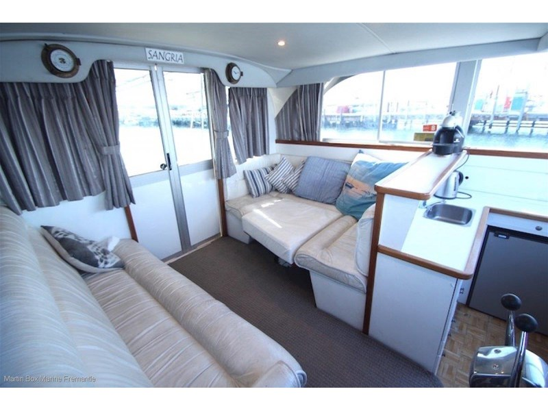caribbean 35 flybridge cruiser 633415 020