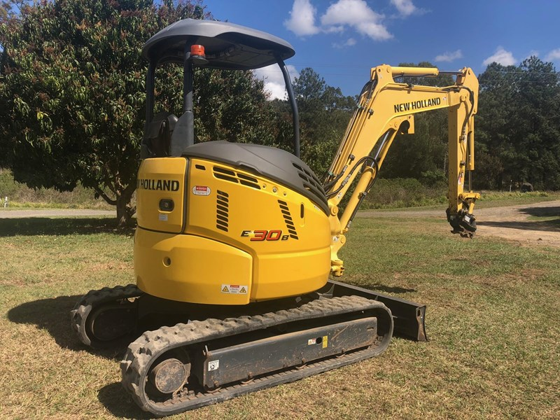 new holland e30b low 1243 hrs 639518 004