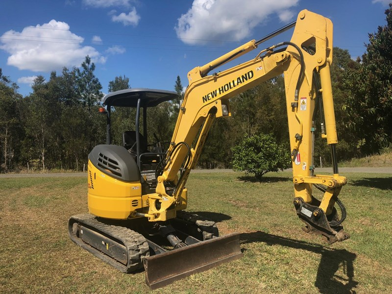 new holland e30b low 1243 hrs 639518 003