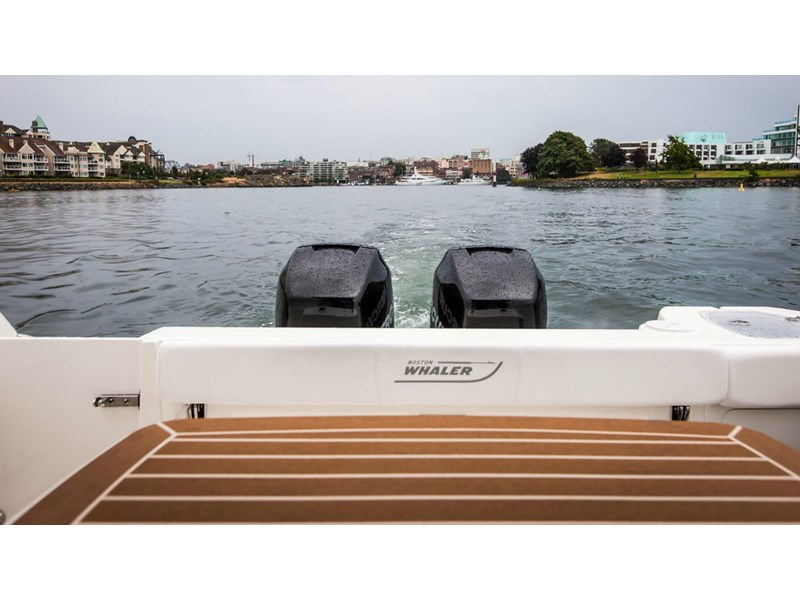 boston whaler 315 conquest pilothouse 294256 009