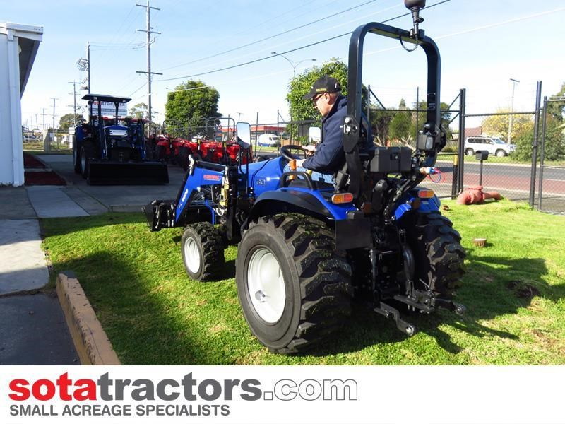 farmtrac 28hp tractor + 4 in 1 loader + backhoe 646140 004