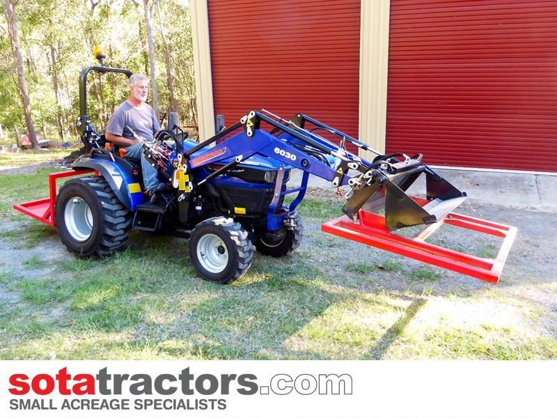 farmtrac 28hp tractor + 4 in 1 loader + backhoe 646140 009