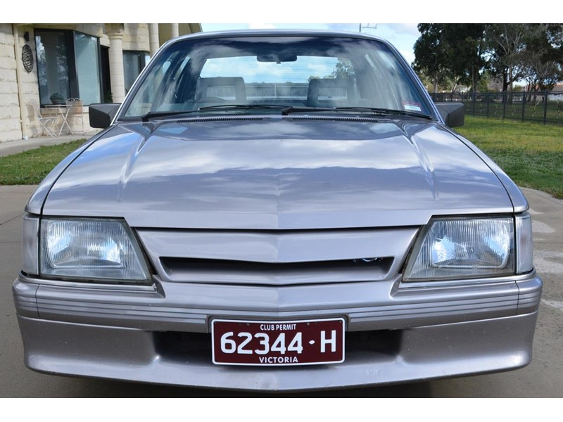 holden commodore 646425 002