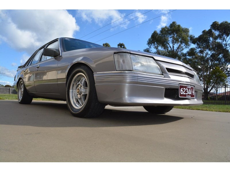 holden commodore 646425 004