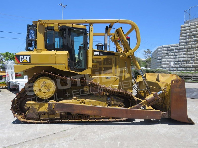 CATERPILLAR D6T XL Bulldozer SU Blade w Sweeps and Screens
