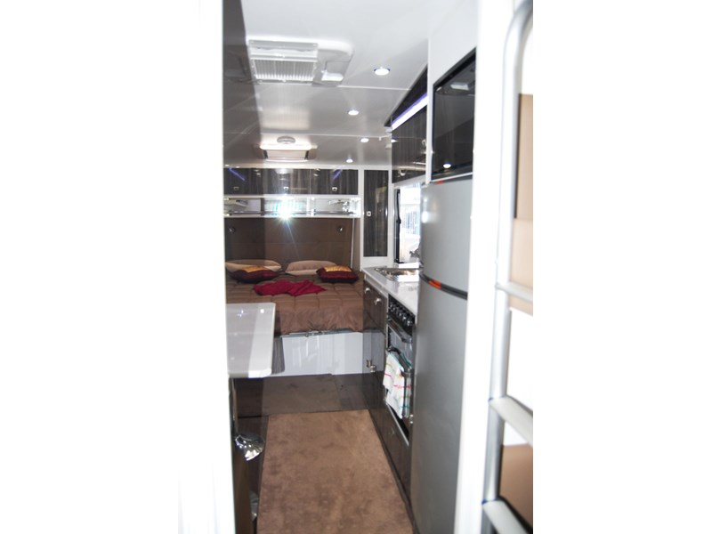 design rv forerunner family f2 21' outback 494753 018