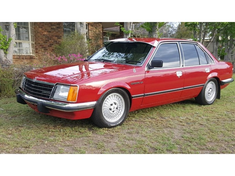holden commodore 652694 002