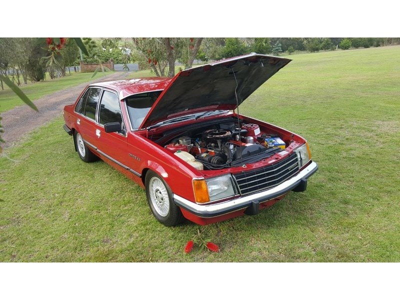 holden commodore 652694 008