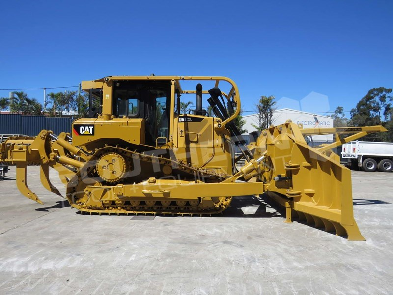 CATERPILLAR D6T XL SU Dozer w Stick Rakes & Tree Spear