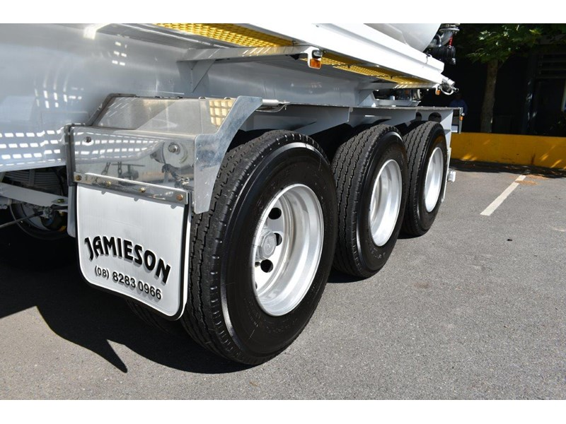 jamieson all-purpose remote control tri-axle semi water tanker 28kl 654732 023
