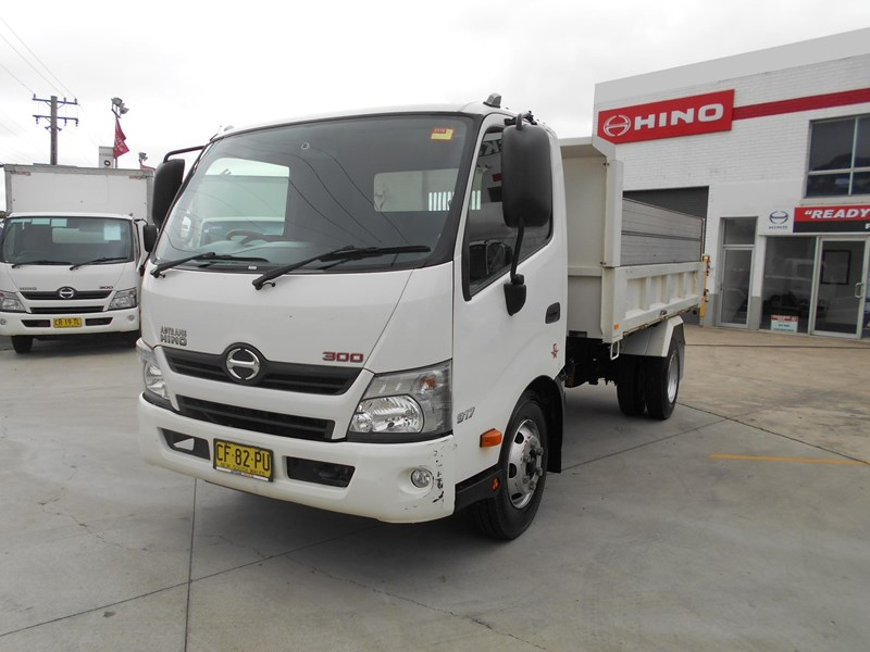 2015 Hino 300 Series 917 Medium Tipper For Sale