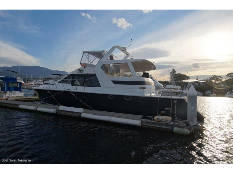 "prima 55 flybridge cruiser ""true blue"" 459627 006"