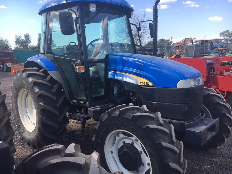 NEW HOLLAND TD 95 D for sale