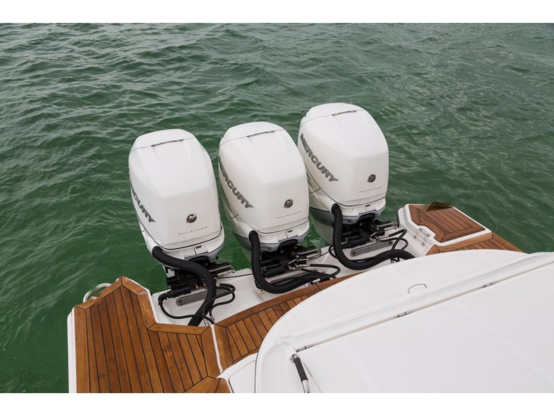 sea ray slx 350 outboard 434374 033