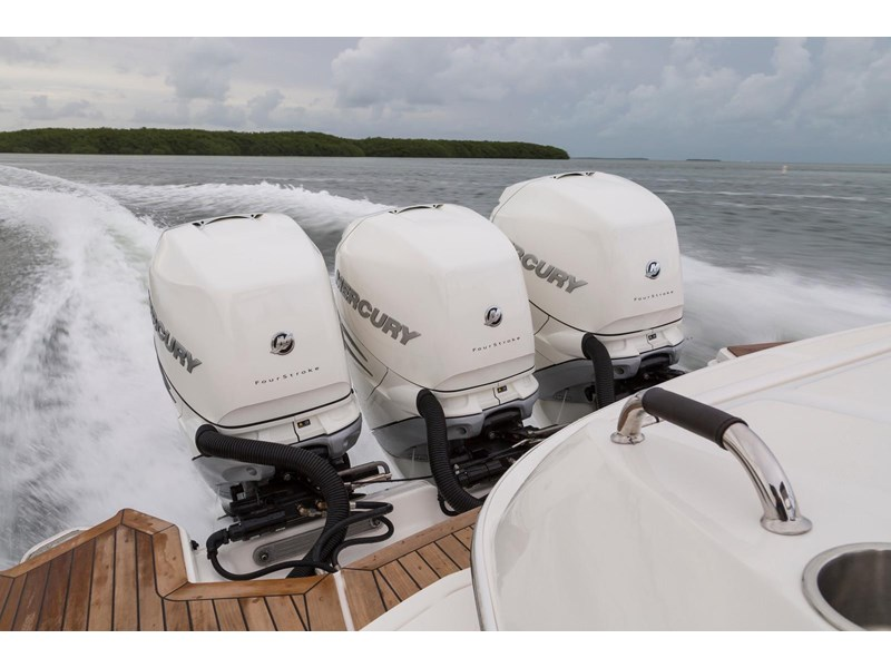 sea ray slx 350 outboard 434374 035