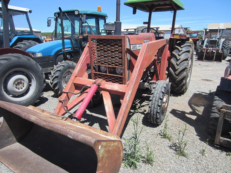 massey ferguson 265 tractor with front end loader 652290 012