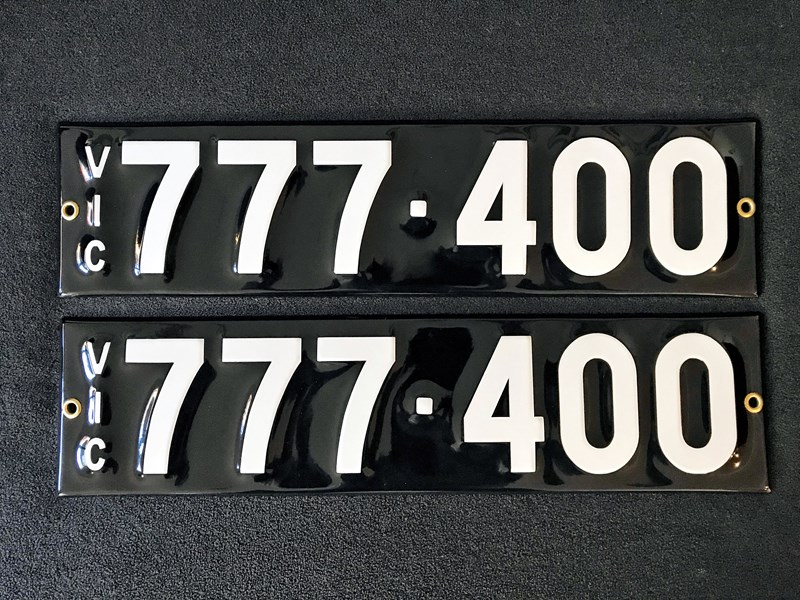 number plates - 672068 001