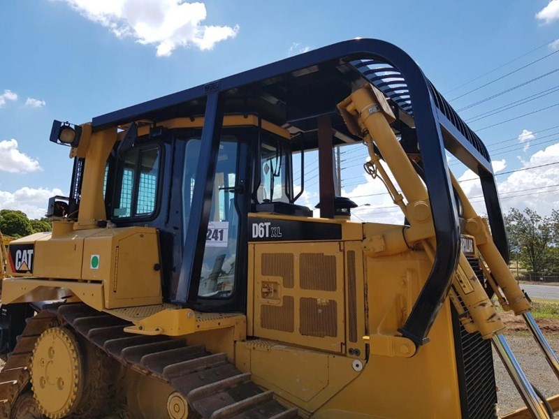 caterpillar d6t xl 666195 010