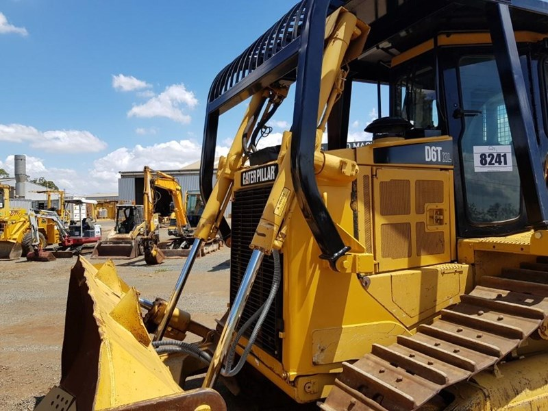caterpillar d6t xl 666195 021