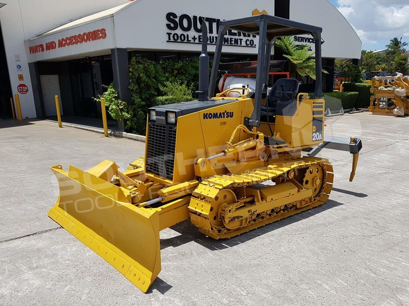 2001 KOMATSU D20 D20A-7 with Rippers, only 2107 hours for sale