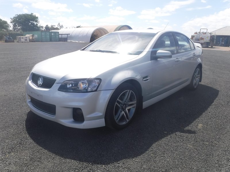 holden commodore 675022 003
