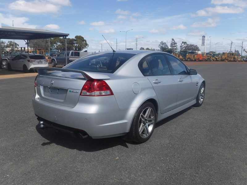 holden commodore 675022 006