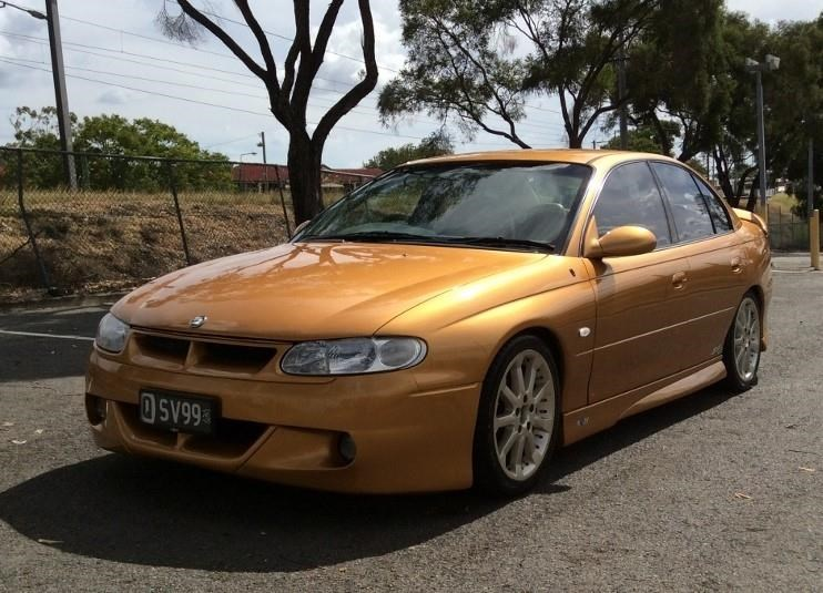 holden commodore 675227 003