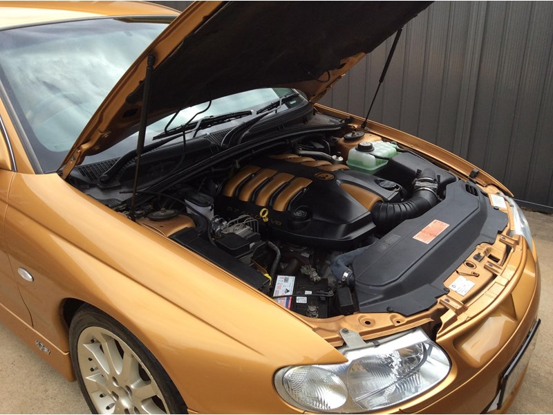 holden commodore 675227 023