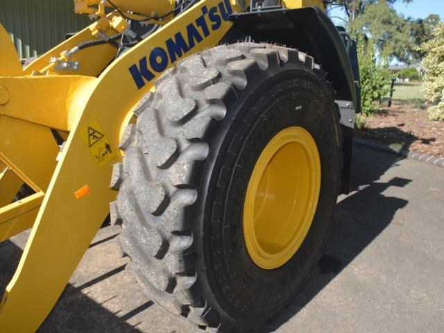 komatsu wa200-8 hitch, forks, 4in1 available 676713 019