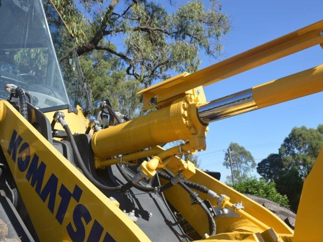 komatsu wa200-8 hitch, forks, 4in1 available 676713 024