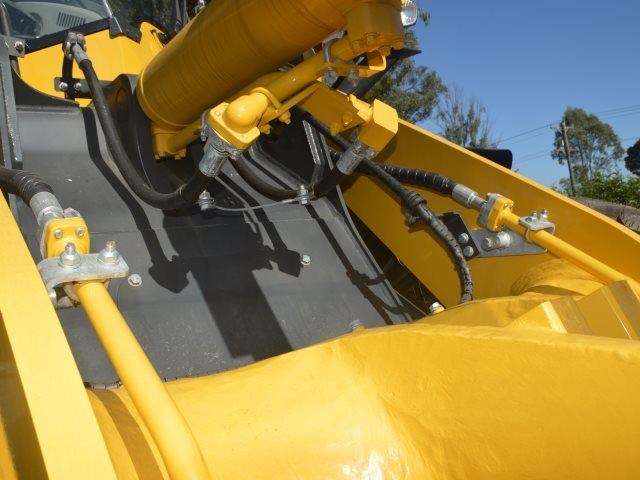 komatsu wa200-8 hitch, forks, 4in1 available 676713 025