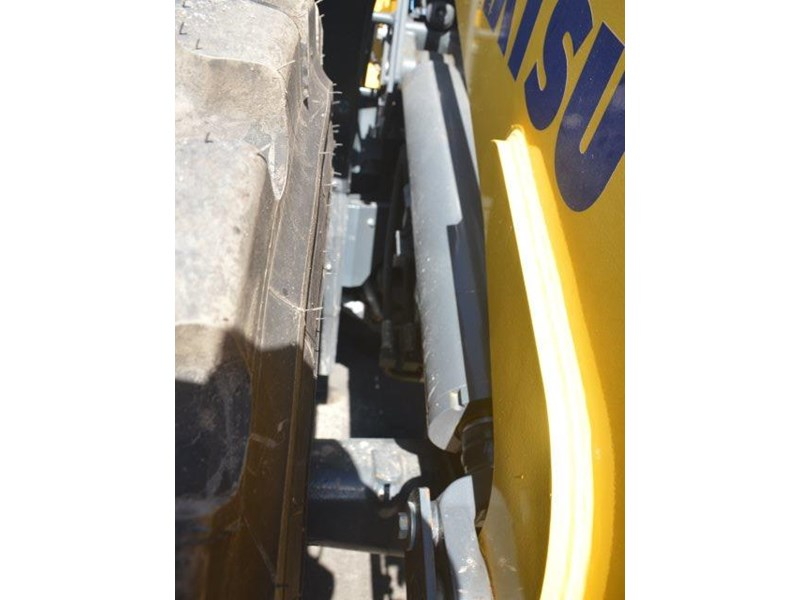 komatsu wa200-8 hitch, forks, 4in1 available 676713 026